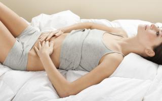При нажатии на желудок больно