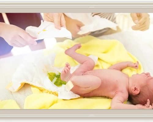 Почему у младенца зеленый кал